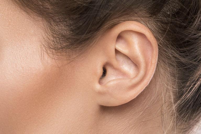 Lóbulos de la oreja: ¿pueden corregirse? Clínica Fernández, tu clínica de medicina estética en Asturias.